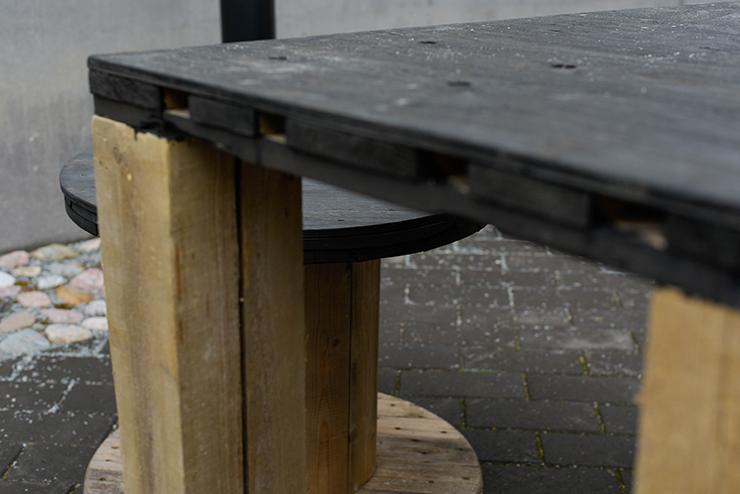 Kelatuoli ja pöytä