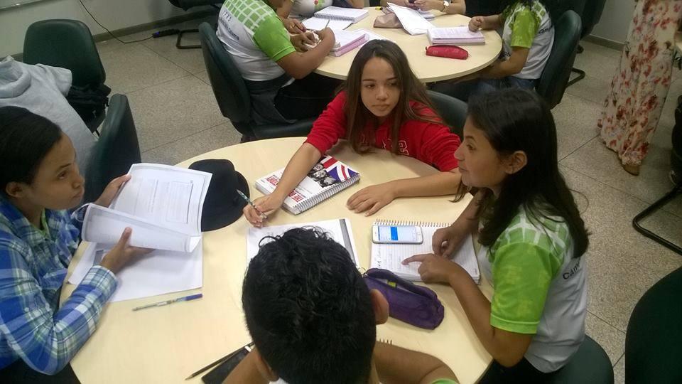 Photo 12. Studying English by active learning at Porto Velho. Photographer: Antonio Santos Jr.