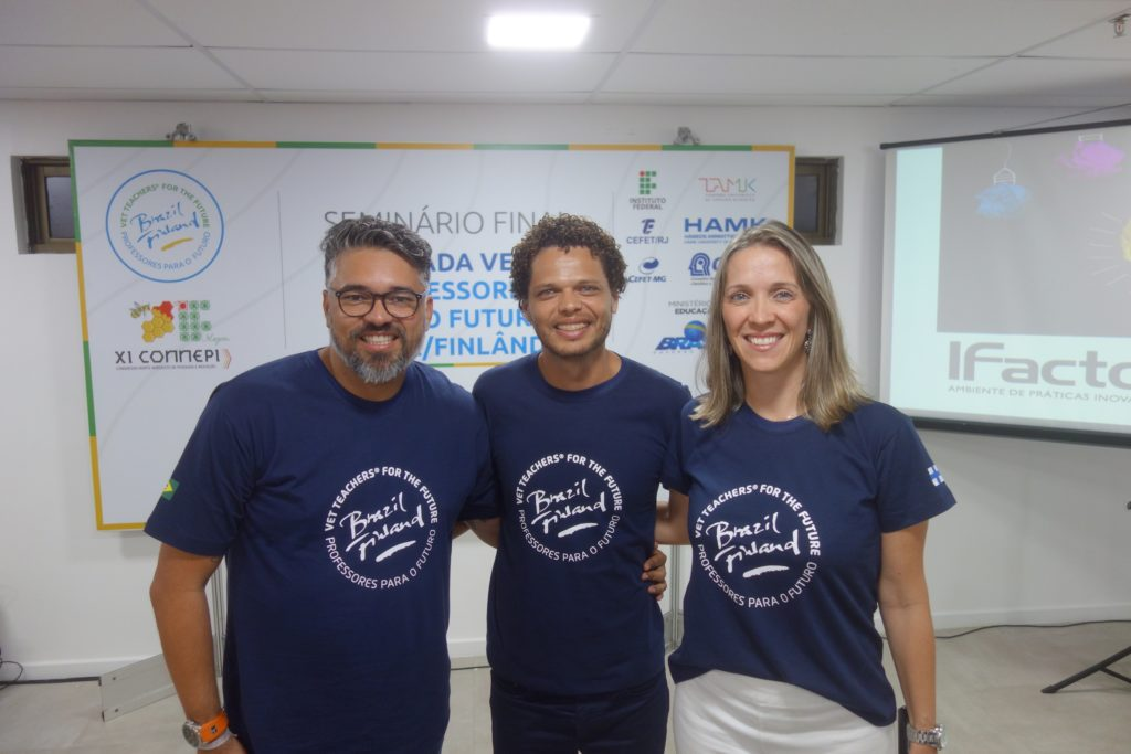Photo 3. Wlamir Soares (on the left) Flavio Lopes and Paula Schlemper de Oliveira developed new digital and physical learning environments.