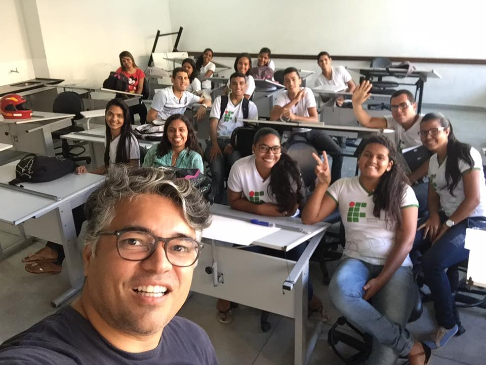 Photo 13. Teacher Wlamir Soares with his students at Campus Lagarto, Sergipe.
