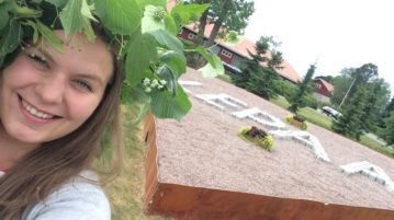 Viheralaa opiskeleva tuutori Enni Silvo toivottaa kaikki kuvailijat tervetulleiksi Lepaalle!
