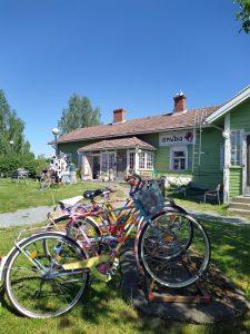 Iittalan kyläpyörät kesällä 2020 Iittalan Lasimäellä Keramiikkapaja Anubiksen edustalla