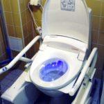 pesevä ja kuivaava wc-istuin