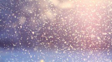 Kuvituskuva. Lumisadetta violetilla ja sinisellä taustalla.