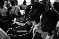 afrikkalaisia opiskelijoita luennolla