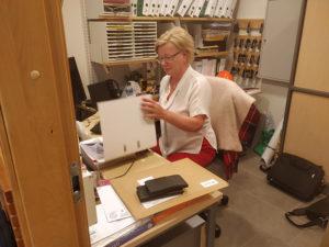 Ulla Rauhala toimistossaan