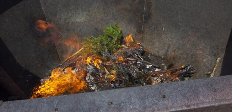 Palavaa puuta metalliasiassa