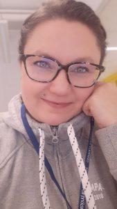 Tietojenkäsittelyn muuntokoulutuksessa opiskeleva Kati Hyvönen