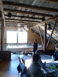 Hevosalan liiketoiminnan opiskelijat tutustumassa Loimijoki Golfiin.